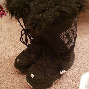 DC waterproof Snowboots Size Small